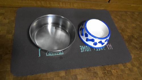 犬用のお皿・ステンレスと陶器